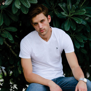 Eten Men's Basic Tee V-Neck Short Sleeve White